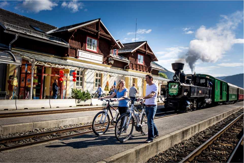 Dampfbummelzug bei der Abfahrt in der Region Murau Kreischberg in der Steiermark(c) ikarus.cc