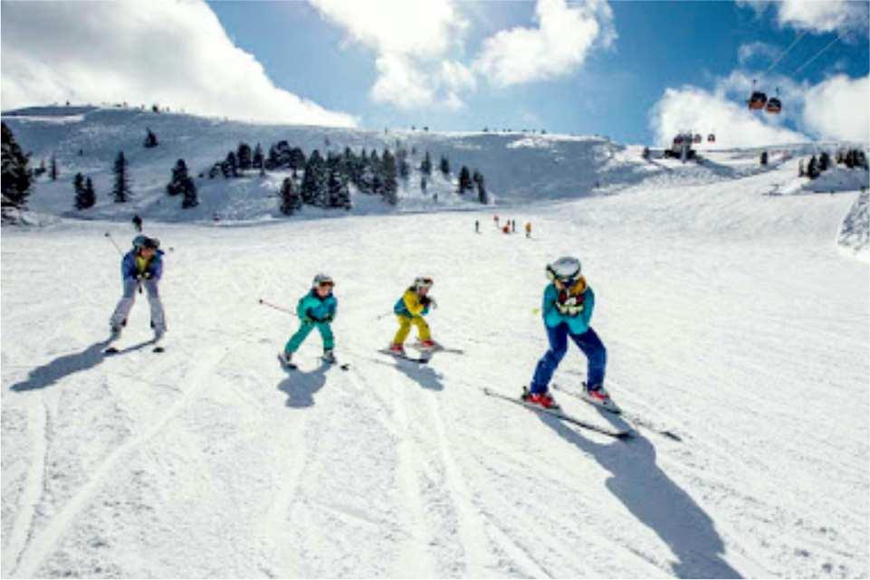 Kinder beim Skifahren auf der breite Pisten am Kreischberg in der Region Murau Kreischberg in der Steiermark (c) Ikarus.cc