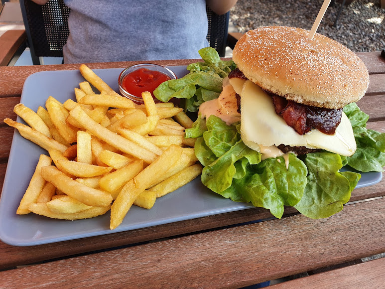 Restaurant Kreischberg Eck St Georgen ob Murau Gaststaette am Murradweg Hamburger