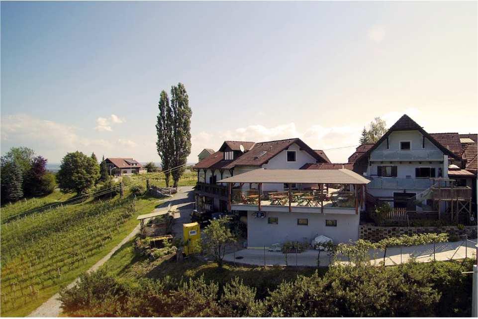Weinhof Buschenschank NEKREP Gamlitz Ausflugsziel am Murradweg R2 Haus