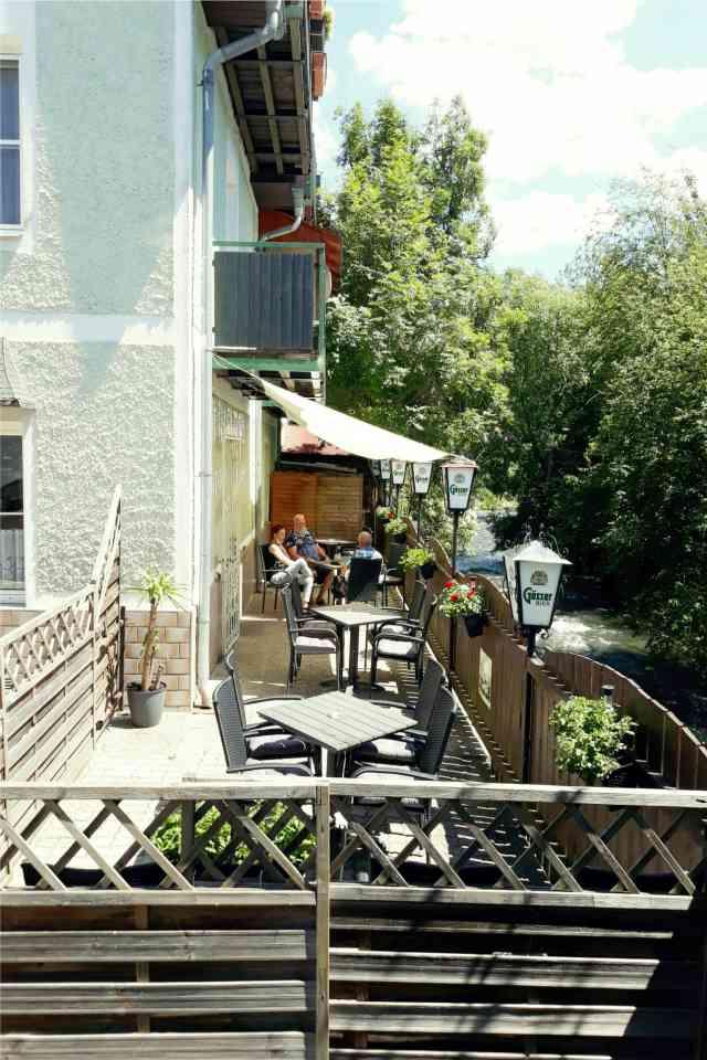 Cafe-Na-Und-Terrasse-in-Sankt-Michael-In-Obersteiermark