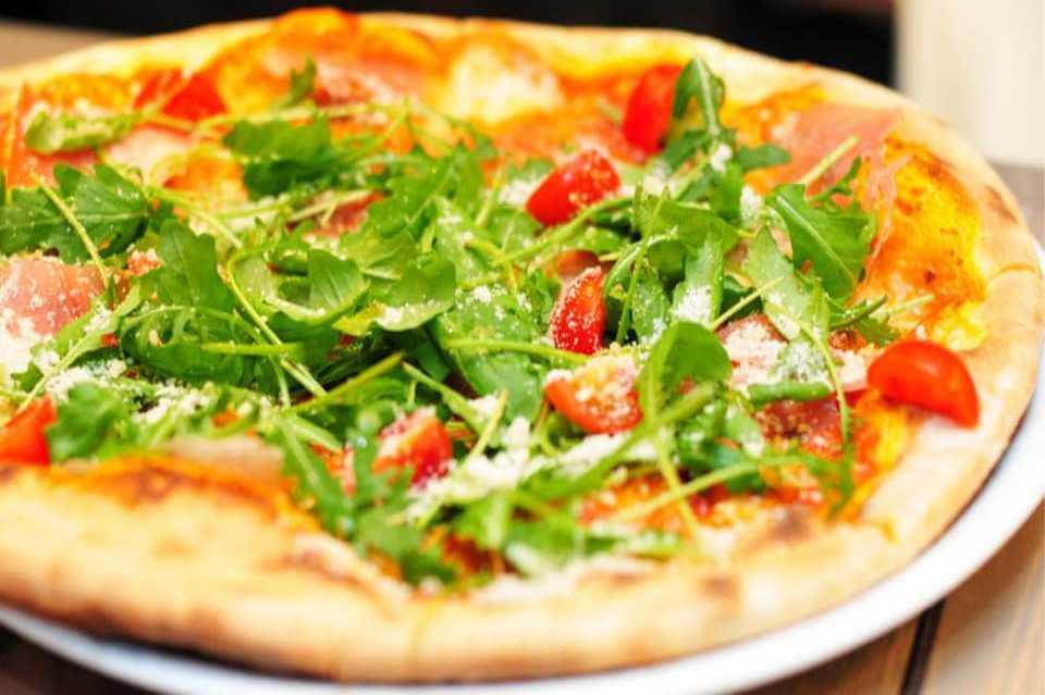 Pizza essen bei Leo Pizzeria St. Michael in Obersteirmark