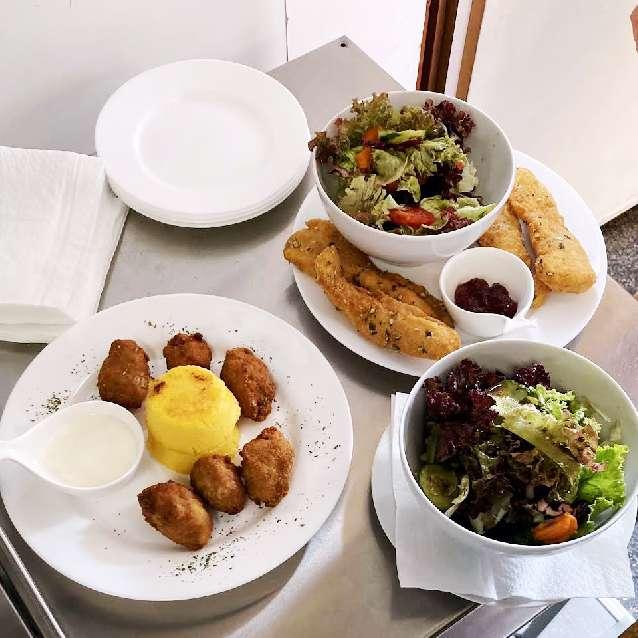 Elfi´s Hütt´n Mureck Essen und Trinken Gastgeber am Murradweg