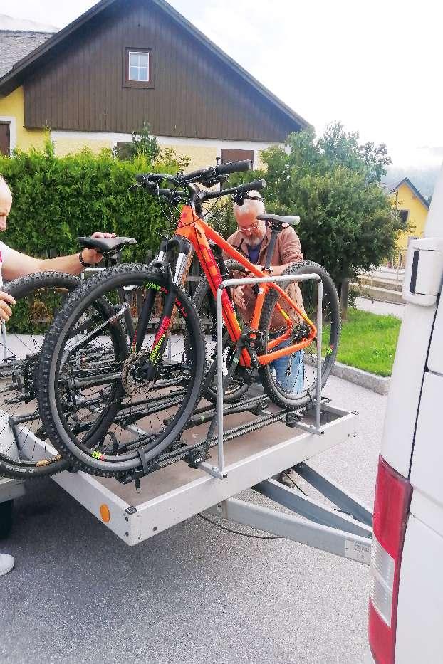 Taelerbus zu Sticklerhuette mit Fahrrad Murradweg R2